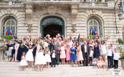 Photographe de mariage : sortie de la mairie de Meaux des mariés en Seine et Marne
