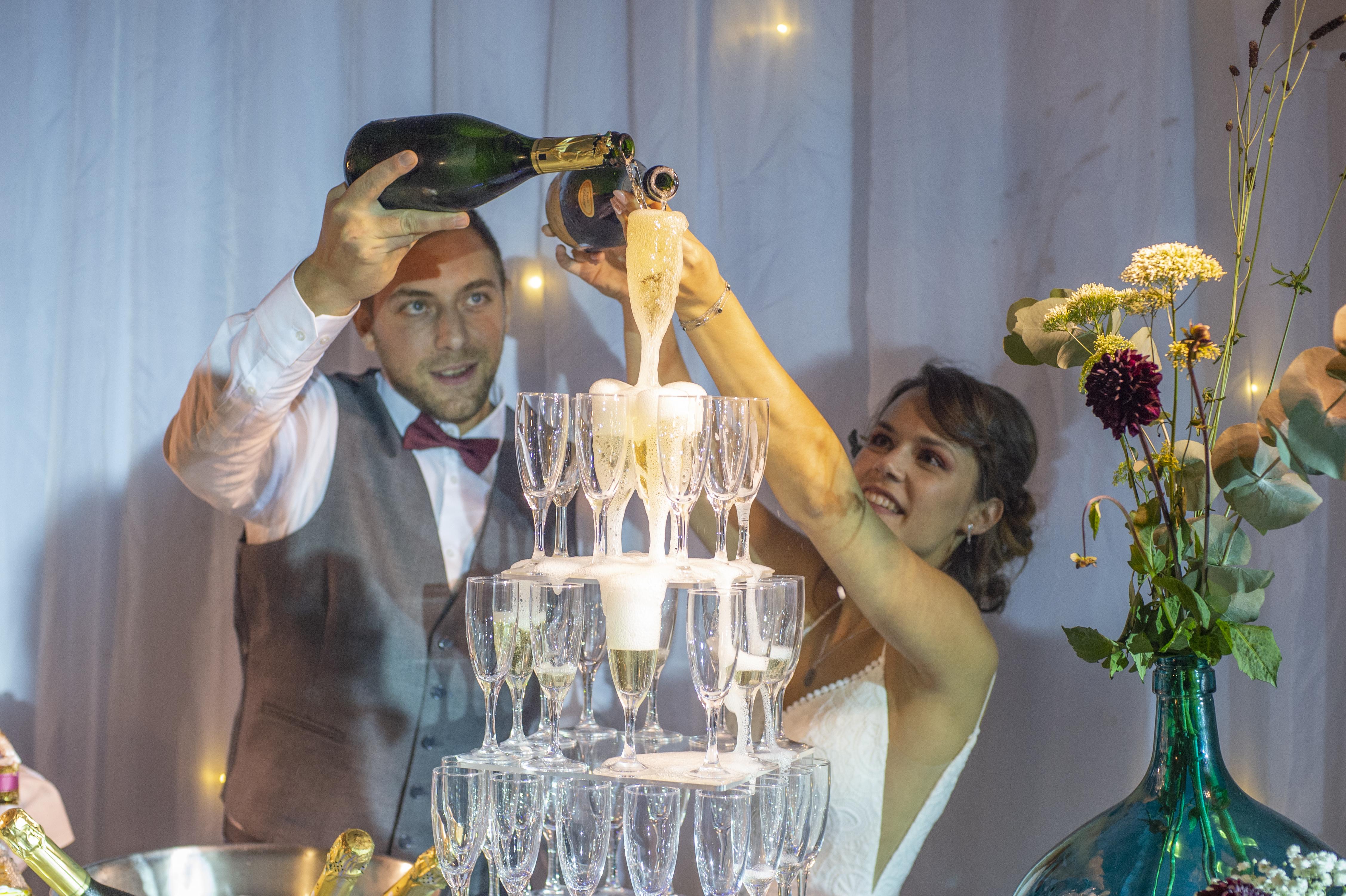 Photographe et vidéaste de mariage dans le 94 : Soirée et pyramide de champagne