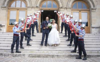 Photographe et vidéaste de mariage dans le 94 : sortie de la mairie du perreux sur Marne