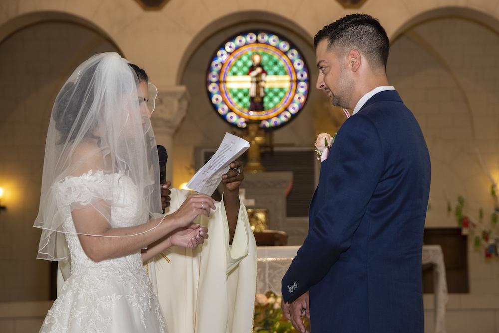 Photographe et vidéaste de mariage dans le 94 : Union des mariés à l'église de Saint Maur des Fossés